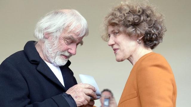Corinne Mauch und Pfarrer Sieber