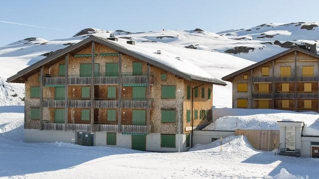 Ferienappartementhäuser auf der Melchsee-Frutt mit geschlossenen Läden