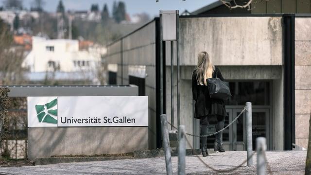 Eingang in die Uni St. Gallen.