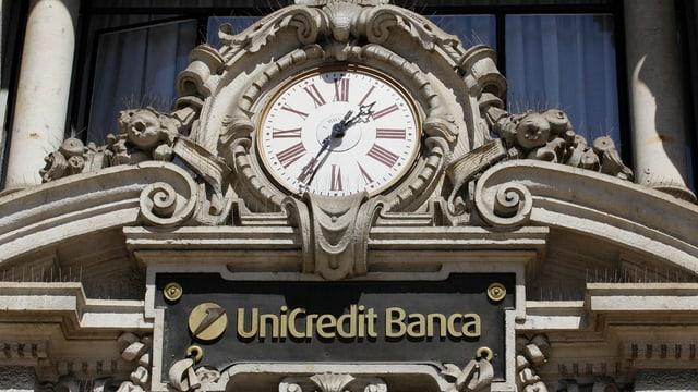logo ed ura sur il portal d'entrada da la centrala a milano