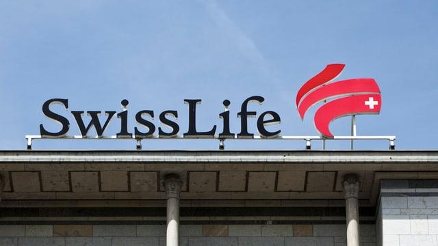 Swiss-Live-Logo auf einem Flachdach