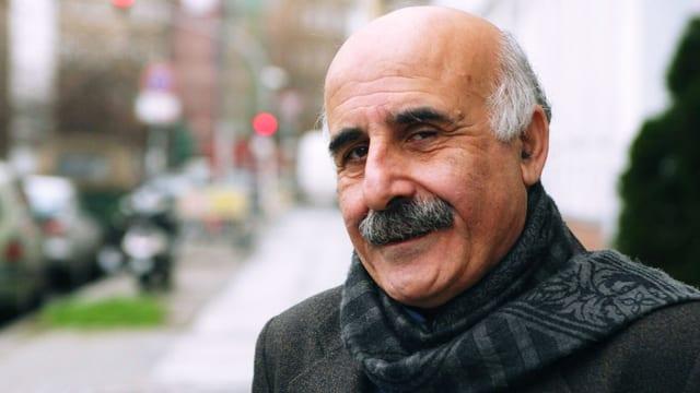 Porträt des libanesischen Lyrikers Abbas Beydoun.