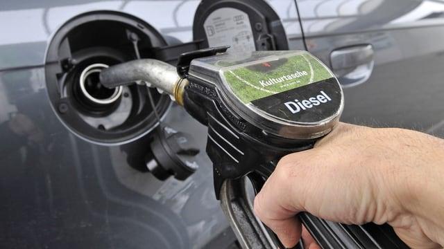 Tanken mit Diesel.