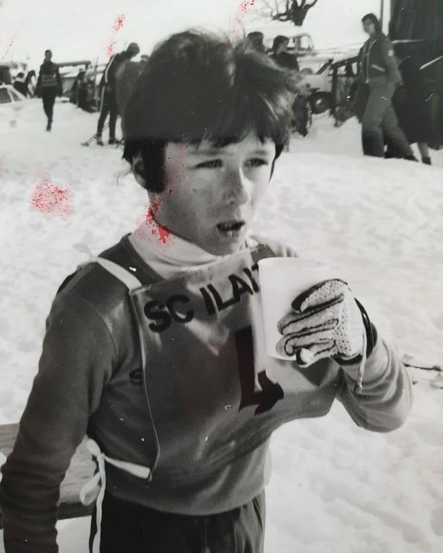 Gia da pitschen è Gian sin ils skis.