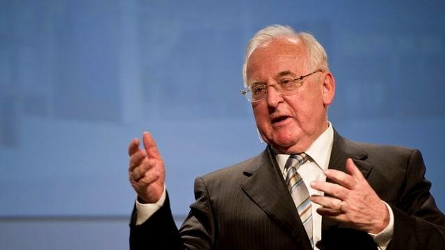 Edgar Oehler bei einer Ansprache im Jahr 2011.