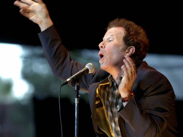Ein Foto von Sänger Tom Waits bei einem Auftritt in Mountain View, Kalifornien, 2007.