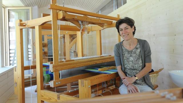 Christina Marugg en ses nov atelier da taisser a Rueras.