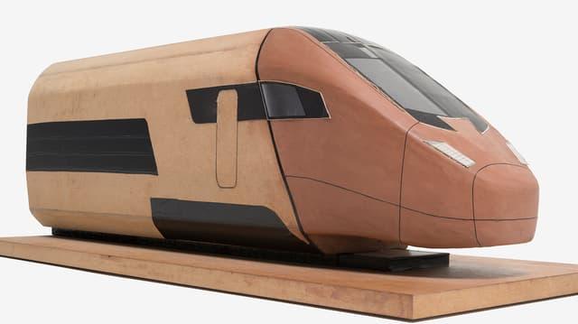 Holzmodell des Zugkopfs.