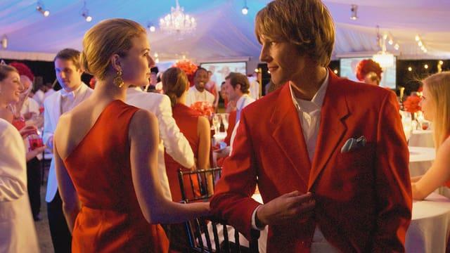 Emily VanCamp als Emily Thorne, Gabriel Mann als Nolan Ross