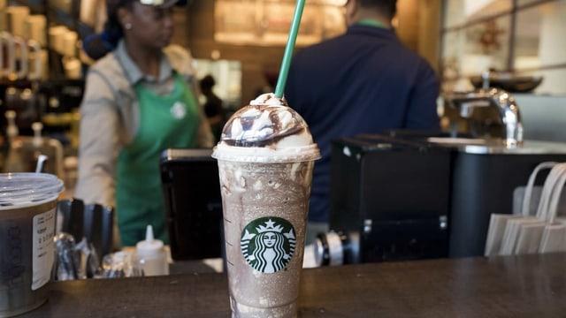 Starbucks ungefiltert – Imageprobleme beim Kaffeeriesen (Artikel enthält Video)