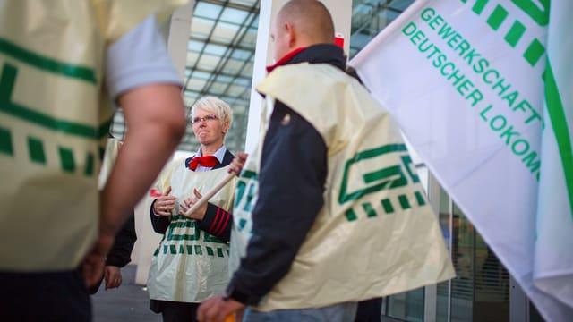 Streikende Lokführer in Deutschland.