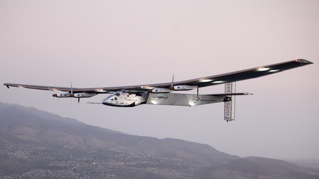 L'aviun Solar Impulse 2 sgola sur Hawai.