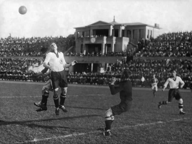 Die deutsche Nationalmannschaft in einer Partie in dern 1920er-Jahren.