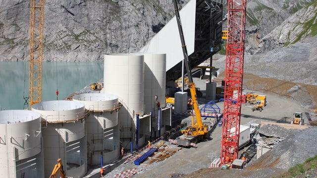 Blick auf den Bauplatz Linthal 2015 im Glarnerland.