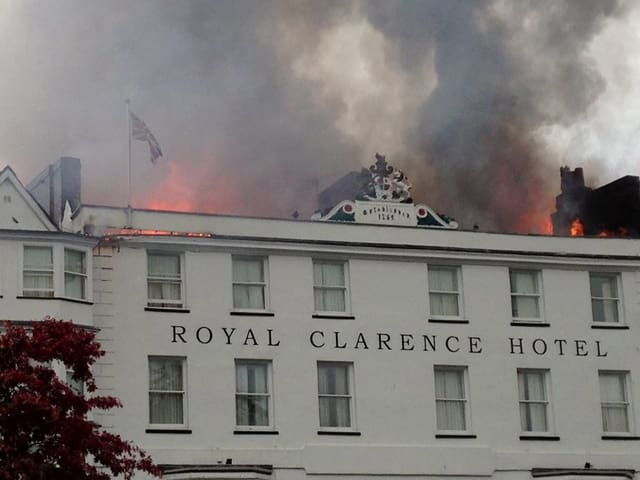 Das «Royal Carence Hotel» in Exeter steht in Flammen