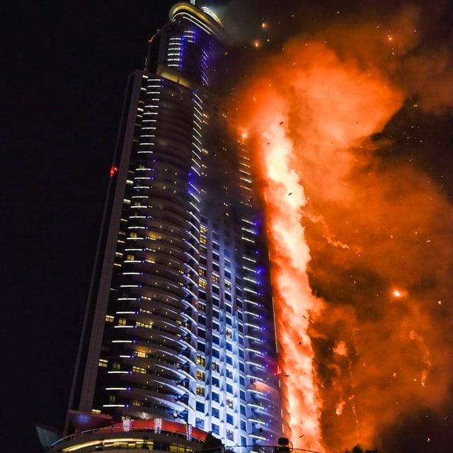 hotel da 63 auzadas stat en flommas