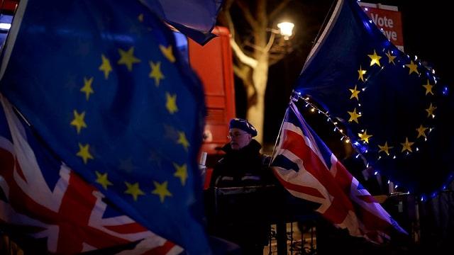 Bandiera da l'UE e da la Gronda Britannia.