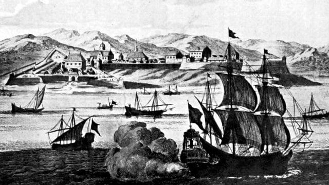 Illustration: Segelschiffe auf der See, im Hintergrund Berge und Häuser.
