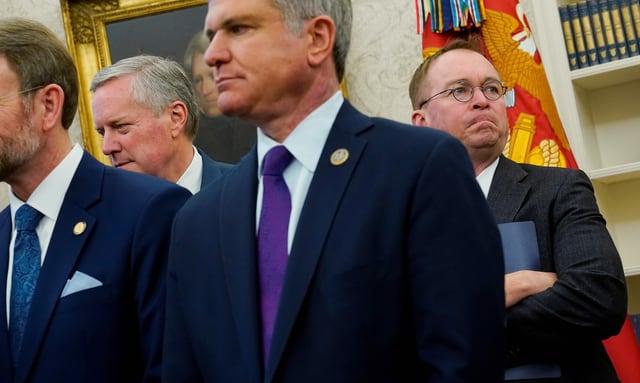 Meadows (hinten links) löst Mulvaney (hinten rechts) als Stabschef ab.