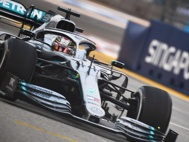 Nach dem Ferrari-Hoch in Belgien und Italien steht in Singapur mit Lewis Hamilton wieder ein Silberpfeil zuoberst.