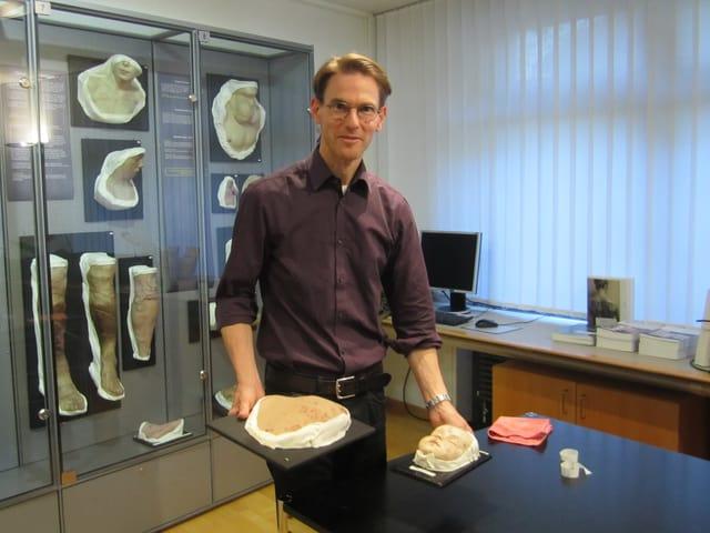 Michael Geiges, Kurator des Moulagenmuseums, Medizinhistoriker und Hautarzt.