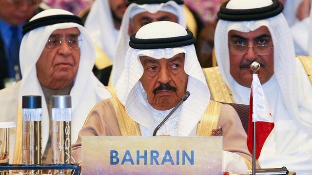 Scheich Chalifa bin Salman al Chalifa an einer Konferenz.