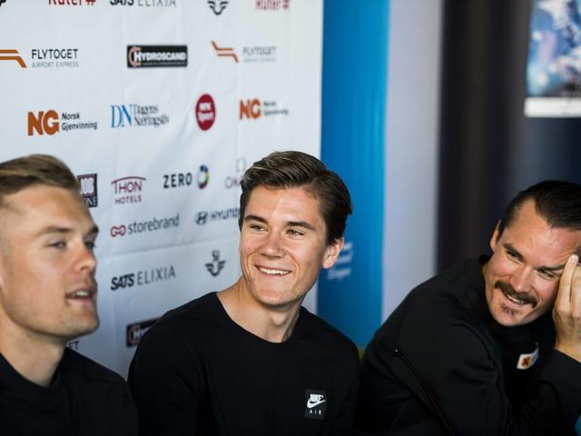 Filip Ingebrigtsen, Jakob Ingebrigtsen und Henrik Ingebrigtsen in gelöster Stimmung.