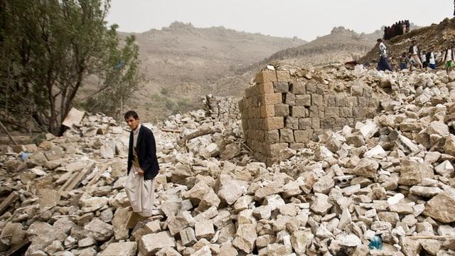 Chasa destruida: Ils cumbats en il Jemen han engravidà la crisa umanitara.