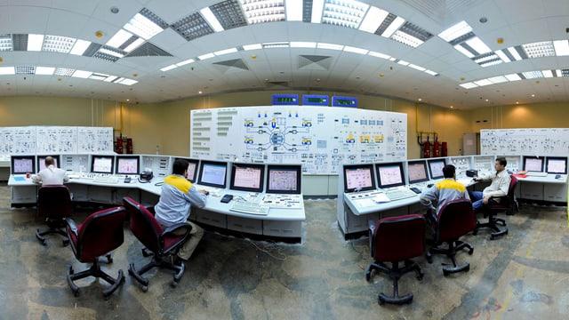Blers computers e lavurers en l'intern d'ina ovra atomara en l'Iran.