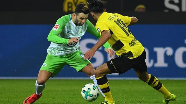 Renato Steffen im Duell mit Dahoud