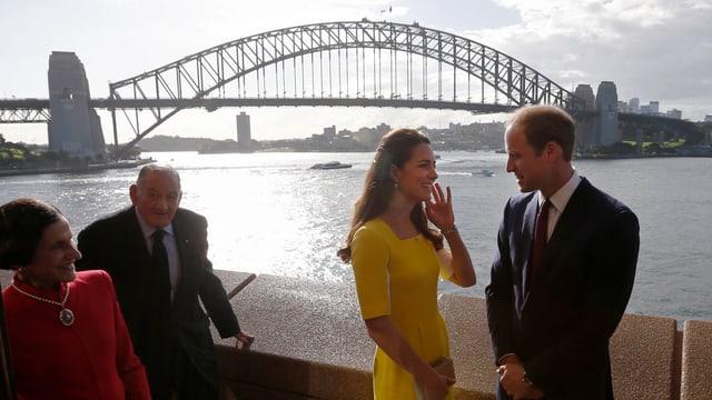 William und Kate vor der Sydney Harbour Bridge.