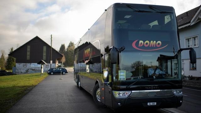 In bus da Domo.