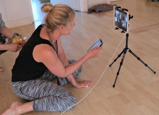 Yoga über Kamera in der Pandemie