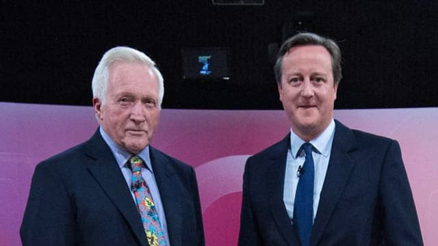 purtret da Cameron e Dimbleby