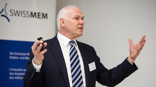 Hans Hess an der Jahresmedienkonferenz von Swissmem.