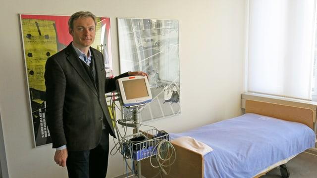 Gregor Hasler im ambulanten Behandlungszimmer der UPD Bern.