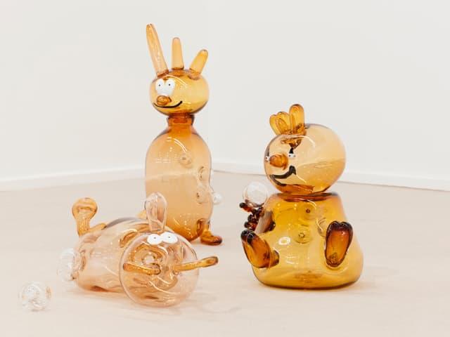 Figuren aus Glas.