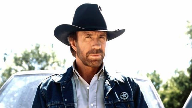 Ein Mann mit einem Cowboyhut.