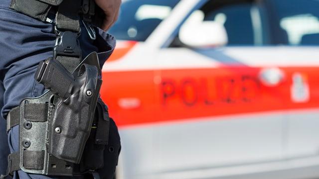 Policist avant ses auto da polizia.