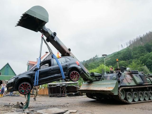 Panzer has Auto an.