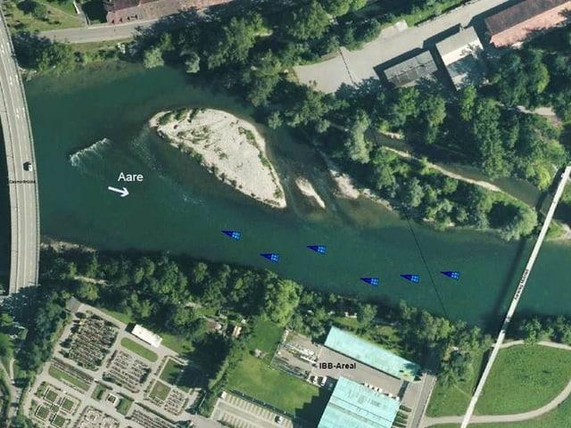 Luftaufnahme mit blauen Würfeln für die Bojenstandorte.