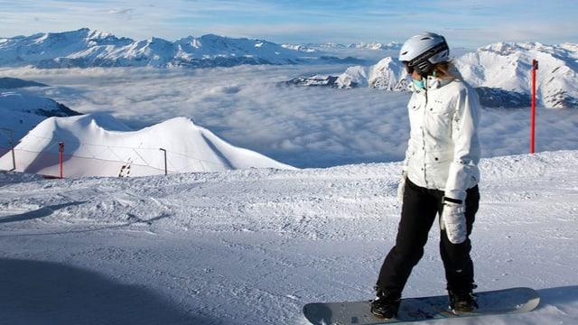 Snowboarderin auf der Piste