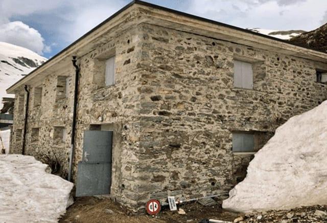 La caserna militara sin il pass da l'Alpsu.