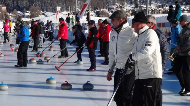Gronda concentraziun tar las gruppas da curling sin il glatsch