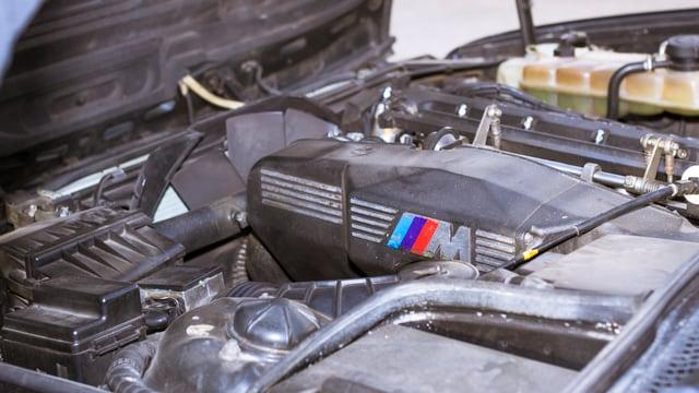 Der Motorblock eines BMW M5.