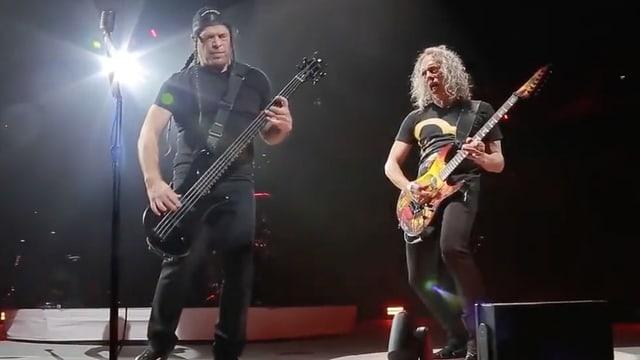Robert Trujillo und Kirk Hammett beim Versuch grosse Songs zu covern.