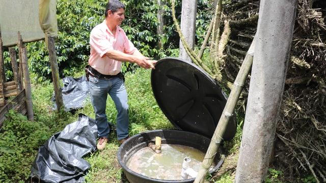 Mit den Bioreaktoren reinigen die Kaffeebauern das schmutze Wasser.