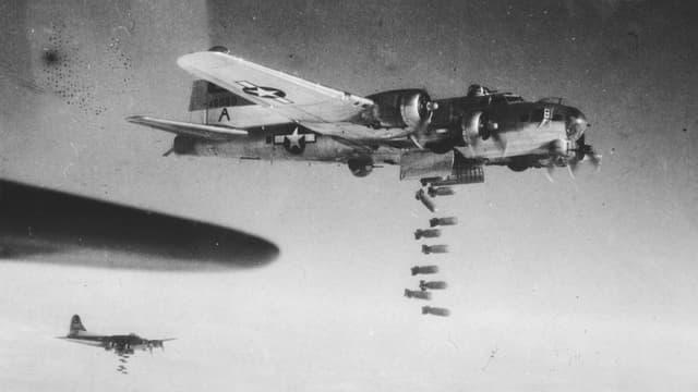 Flugzeuge bombardieren Dresden.