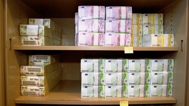 Euronoten in einem Tresor der UBS