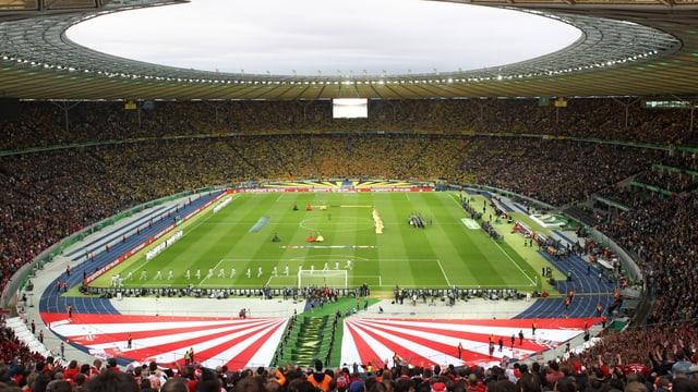 Blick ins voll besetzte Stadion